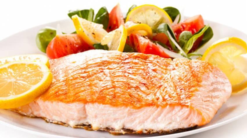 Salmón a la plancha con verduras caramelizadas