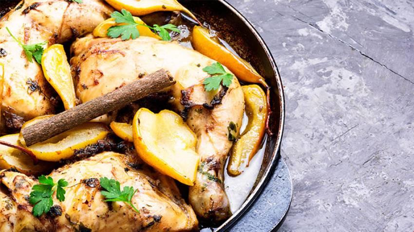 Pollo asado con manzana y pera